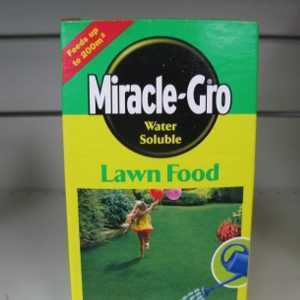 Miracle-Gro Soluble Lawn Feed 1kg